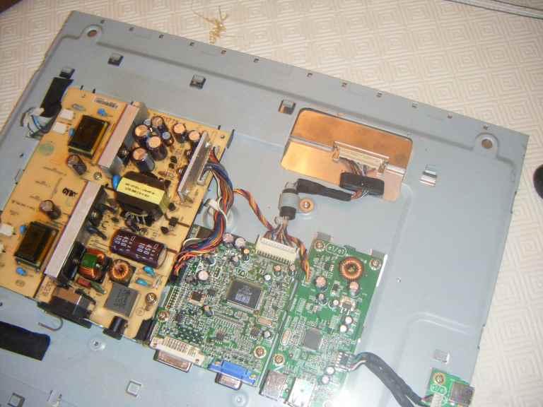 NavLab - Tutoriel - Réparation d'un moniteur DELL 1907FPC - carte électronique
