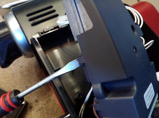Accès carte électronique Magimix M100 Nespresso réparation condensateurs