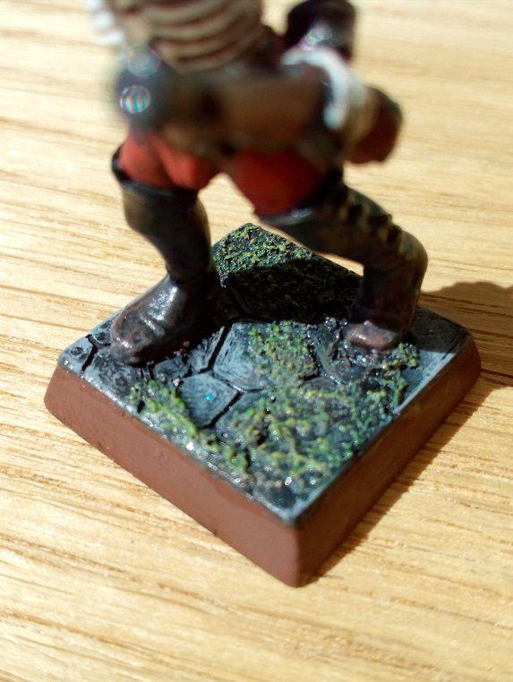 NavLab-Tutoriels-Tinkercad-dallage-pour-socle-de-figurine-imprimé-en-3D-peinture-avec-figurine-corsaire-squelette-final